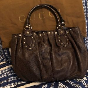 Gucci shoulder bag in excellent condition.